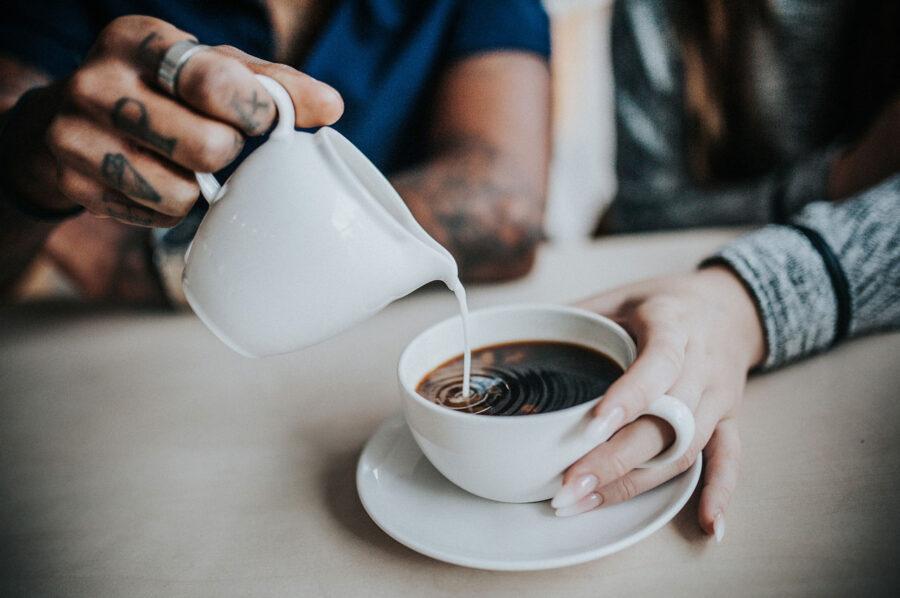 Δείτε ποιο γάλα είναι κατάλληλο για τον καφέ