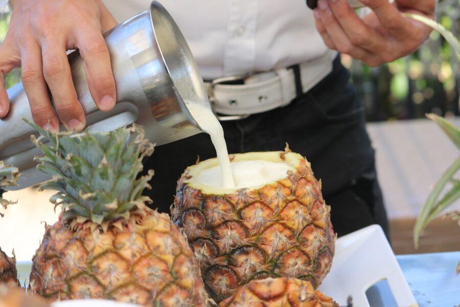 Δροσερά καλοκαιρινά cocktails και συνταγές με υλικά και δοσολογίες